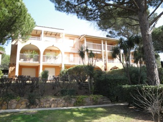 Apartment for rent in residence du Nouveau Golf with swimming-pool in Valescure, Saint-Raphaël, Var, Côte d Azur