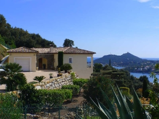 Villa with swimming-pool and sea-view for rent in Agay, Saint-Raphaël, Var, Côte d Azur